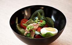 Grov grøn salat med tun og æg