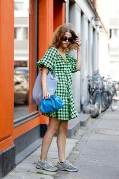 Danish Street Style, Best Street Style, Street Style Summer, Cool Street Fashion, Copenhagen Street Style, Copenhagen Fashion Week, Stockholm Street Style, Girls Showing Off, Look Blazer