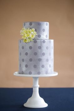 This cake makes for a gorgeous effect with matte dots punctuating an otherwise sparkly surface of fondant. The ingenious method for this matte and shimmer dot pattern is featured in Craftsy course Cakes in Full Bloom. This subtle effect is sophisticated yet still eye-catching.