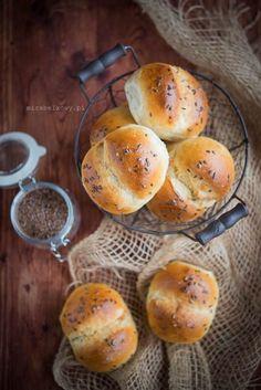 Mirabelkowy blog: Bułki ziemniaczane Bread Recipes, Hamburger, Fries, Baking, Baskets, Food, Thermomix, Recipes, Breads