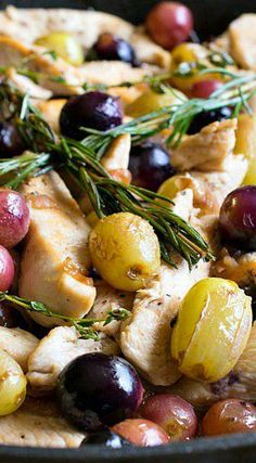 Quick Skillet Chicken with Grapes - A Family Feast® Great Chicken Recipes, Turkey Recipes, Skillet Chicken, Skillet Meals, Dinner Entrees, Dinner Menu, One Pot Meals, Easy Meals, Food Dishes