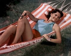 Natalie Wood welcomes Summer! via picturefan Hollywood Star, Vintage Hollywood, Hollywood Glamour, Classic Hollywood, Hollywood Icons, Hollywood Actresses, Natalie Wood, Pin Up Pictures, Miracle On 34th Street