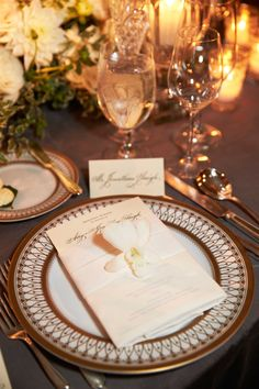 Inside Weddings Spring 2017 issue charger plate at chicago wedding reception
