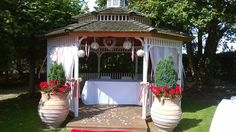 A beautiful gazebo wedding on a Bank Holiday weekend!