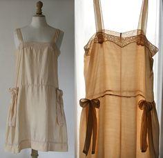Lingerie style 1920 Combinaison  soie beige par SergineBroallier