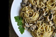 Te explicamos paso a paso, de manera sencilla, la elaboración de la receta de espagueti con salsa cremosa de champiñón y ajo. Ingredientes, tiempo de elaboració
