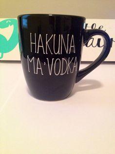 Cupcakes, vodka and hakuna matata :) I Love Coffee, My Coffee, Coffee Cups, Tea Cups, Drink Coffee, Funny Coffee Mugs, Funny Mugs, Coffee Mug Sayings, Diy Becher