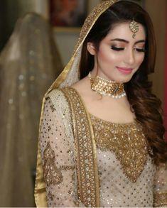 bride and wedding image Pakistani Bridal Makeup, Pakistani Wedding Outfits, Bridal Outfits, Indian Bridal, Bridal Dupatta, Desi Bride, Bride Look, Pakistan Bride, Tattoo Henna
