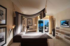 four poster modern bed - Buscar con Google