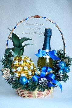 ideas chocolate bouquet ideas creative centerpieces for 2019 Liquor Bouquet, Bouquet Box, Candy Bouquet, Chocolate Wrapping, Chocolate Gifts, Christmas Crafts, Christmas Decorations, Xmas, Chocolate Flowers Bouquet