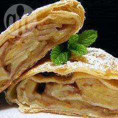Apfelstrudel recept by David Himbert Bratwurst, Apple Recipes, Baking Recipes, Vienna Food, Pepperidge Farm Puff Pastry, Tea Snacks, Good Food, Yummy Food, Breakfast Toast