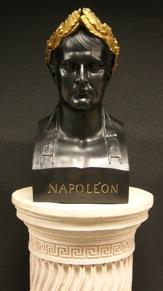 Napoleon as Caesar Bust Sculpture in Black & Gilt Marble Bust, French Empire, French Revolution, Napoleonic Wars, Collection, Greek Statues, Laurel Wreath, Epoch, Vaporwave