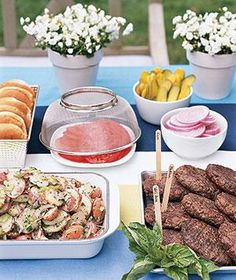 Easy Backyard Entertaining  Quick tips, recipes, anddecor ideasfor a simple outdoor dinner party.