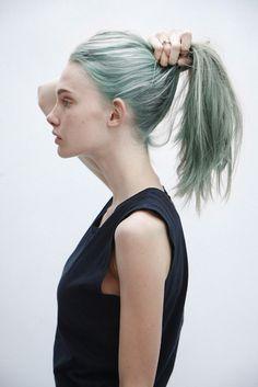 Verde moho. | 32 Looks que te harán salir corriendo a pintarte el pelo