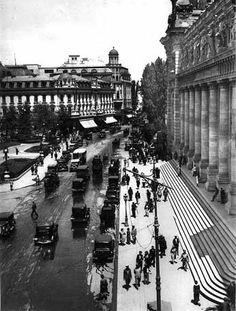 victoriei in fata palatul postei 1928 nicolae ionescu Old Pictures, Old Photos, Vintage Photos, Little Paris, Bucharest Romania, Old City, Vintage Photography, Wonderful Places, Tourism