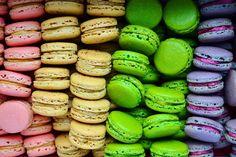 Nuselská kuchta uvádí ...: MAKRONKY A JAK NA NĚ, NEBOLI DO ZBRANĚ! Pavlova, Macaroons, Cake Pops, Easter Eggs, Cucumber, Cake Recipes, Biscuits, Good Food, Beans