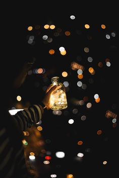 {Roselen}Light Sealing / Photon Sealing: The user is able to seal light/photons within objects/beings and release it when needed, causing it to have various effects on the target. Bokeh Photography, Artistic Photography, Amazing Photography, All Of The Lights, Light In The Dark, Cute Wallpapers, Wallpaper Backgrounds, Artsy Photos, Light Art