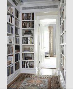 libreria classica angolare bianca