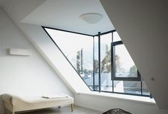 Med en ny kvist får man ekstra lys og luft ind i tagetagen Attic Design, Loft Design, House Design, Loft Room, Bedroom Loft, Attic Loft, Casa Loft, Loft House, Attic Bedrooms