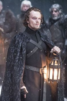 "Alfie Allen stars as Theon Greyjoy of the Iron Isles in ""Game of Thrones"" (HBO Dessin Game Of Thrones, Game Of Thrones Tv, Game Of Thrones Funny, Game Of Thrones Characters, Michelle Yeoh, Jon Snow, Valar Morghulis, Entertainment Weekly, Winter Is Here"
