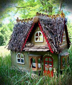 ♧ Charming Fairy Cottages ♧ garden faerie gnome elf houses miniature furniture - Fae Home Fairy Garden Houses, Gnome Garden, Miniature Houses, Miniature Fairy Gardens, Fee Du Logis, Woodland House, Woodland Fairy, Fairy Furniture, Miniature Furniture