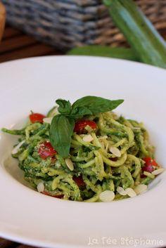 La Fée Stéphanie: Spaghetti de courgettes au pesto de basilic: une recette minceur facile et délicieuse! 100% vegan, cru et sans gluten!