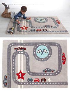 10 alfombras infantiles para jugar / 4- Alfombra para niño 'circuito de carreras', tema Rallye party, en Vertbaudet