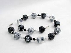 Ketten kurz - Monochrom Kette Polymer Clay, schwarz weiß Design - ein Designerstück von filigran-Design bei DaWanda