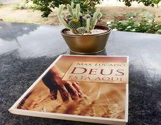 Livro: Deus está Aqui  Autor: Max Lucado  Editora: Mundo Cristão    Esse foi o segundo livro que li do Max Lucado, achei incrível como  ...