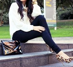 Cute and simple outfit! Love the shoes and accessories!!