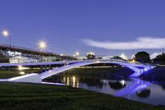 Phyllis J. Tilley Memorial Bridge / Rosales + Partners Architects