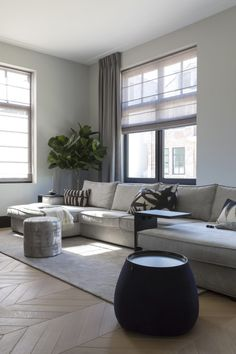 Fantastic small living room designs are readily available on our internet site. Living Tv, Living Room Grey, Home Living Room, Interior Design Living Room, Living Room Decor, Modern Living, Small Living Room Design, Living Room Designs, Living Room Inspiration
