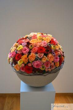 Biedermeier Flower Arranging: a Tutorial – French Gardener Dishes Ikebana, Modern Floral Design, Corporate Flowers, Preserved Roses, Arte Floral, Floral Arrangements, Flower Arrangement, Beautiful Flowers, Simply Beautiful