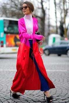 Camila Coelho. #CamilaCoelho, #Brazilian #Blogger #Fashion, #FashionWeek Fashionable, #FW17, #PFW, #Street, #StreetStyle, #Style, #Trend, #Woman Photo © Wayne Tippetts