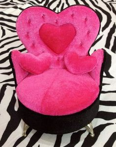 ♥ pink love chair - Pink Pad, the women's health mobile app with the built-in community #pink