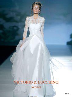 アクア・グラツィエがセレクトした、VICTORIO&LUCCHINO(ヴィクトリオ&ルッキーノ)のウェディングドレス、VL010をご紹介いたします。