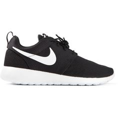 Nike Rosherun Trainers (2,105 MXN) ❤ liked on Polyvore featuring shoes, sneakers, nike, zapatos, black, round toe sneakers, black sneakers, kohl shoes and black lace up sneakers