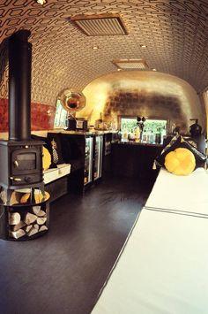 Inside Lola - Luxury Lounge www.deconoirevents.com