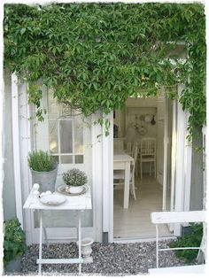 Great small space for a porch