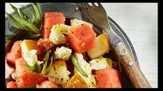 Salade melon d'eau, féta et poire | Recettes | Signé M | Émission TVA