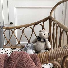Baby Bedroom, Stylish Kids, Home Fr, Little Houses, Retro Vintage, Kids Room, Throw Pillows, Bird Nursery, Blanket
