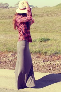 Checkered top, maxi and hat