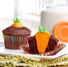 Precioso cupcake con sorpresa en el interior, una idea de @Wilton Cake Decorating #cupcake #cupcakes #receta