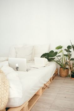 This guide will help you make your dorm room bed comfortable and how to utilize it for more storage. These tips are great for college freshman or anyone living in a college dorm room. Cozy Bedroom, Bedroom Decor, Zen Bedrooms, Bedroom Ideas, Small Bedrooms, Bed Ideas, Trendy Bedroom, White Bedroom, Modern Bedroom