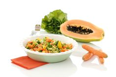 Para bajar esos kilitos de más solo tienes que comer más sano. Te traemos una ensalada detox hecha con Thermomix ® súper sana y deliciosa.
