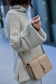 A versatile striped dress: 3 ways accessories мода, одежда, Fall Fashion 2016, Nyc Fashion, Daily Fashion, Autumn Winter Fashion, Womens Fashion, Fashion Trends, Cute Winter Outfits, Cute Outfits, Winter Clothes