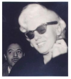 Marilyn con Sam Shaw - Rayban wayfarer 1955 - foto 03