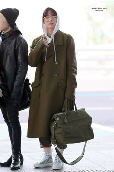 Bts at airport -Seoul Bts Airport, Airport Style, Jimin Airport Fashion, Jung Hoseok, Hope Fashion, Bts Inspired Outfits, Style Finder, Gwangju, Bts J Hope