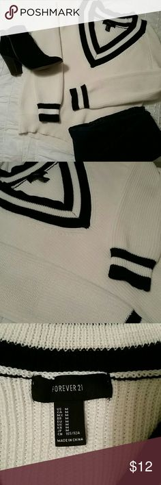 Black and White Sweater Black and White Sweater.   Forever 21.   Size M.   Worn once. Forever 21 Sweaters V-Necks