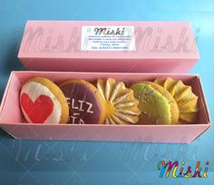 Caja de galletas para un mujer muy especial.  #flowerbox #cajadegalletas #galletasbogota #regalodiadelamujer Cookies, Shortbread Cookies, Woman, Biscuits, Cookie Recipes, Cookie, Cakes, Biscuit